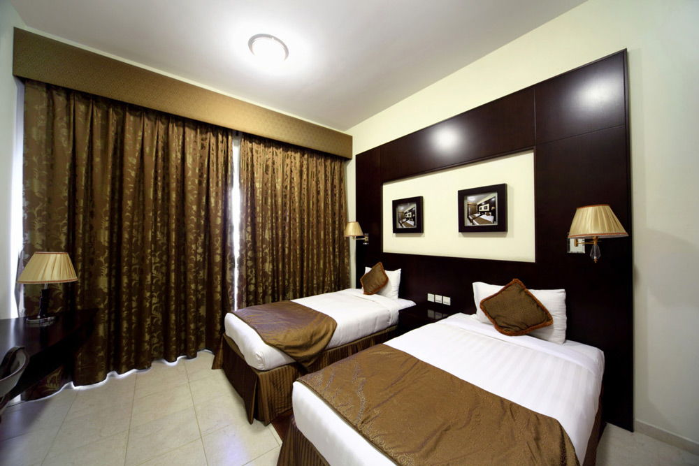 Спальня со шторами