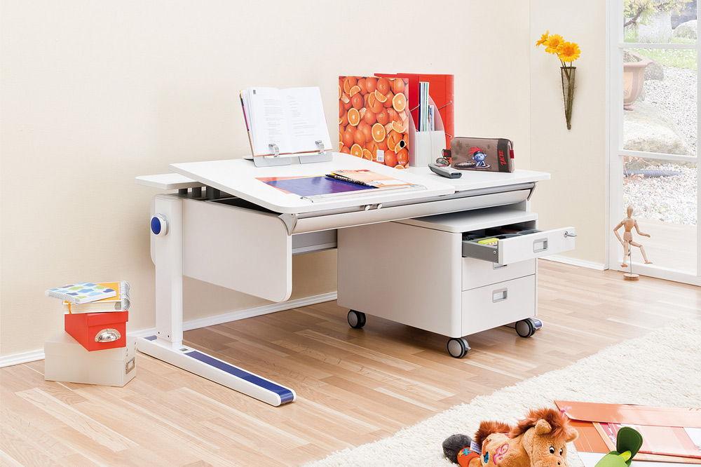 Практичный стол для школьника