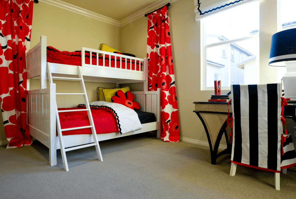 Двух ярусная кроватка для детей
