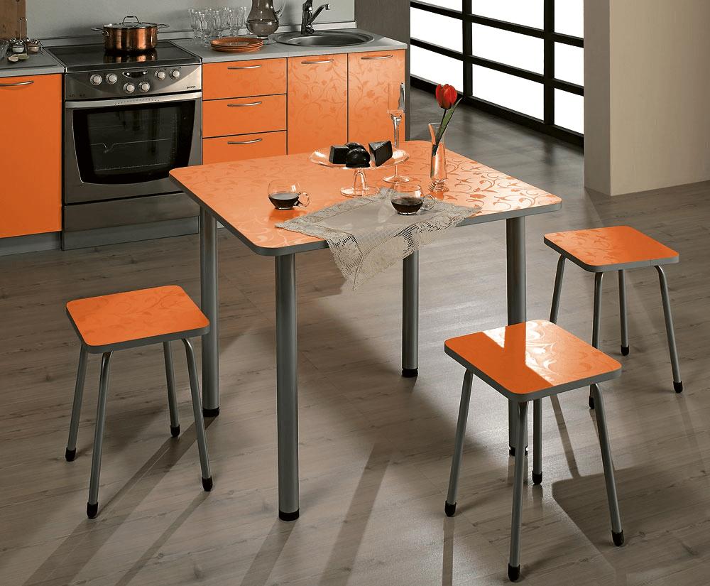 Квадратный стол для кухни
