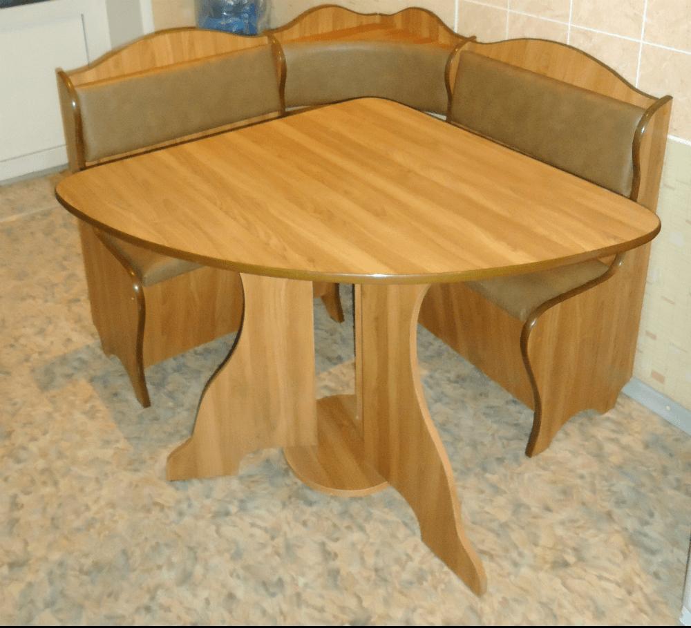 Треугольный стол для кухни