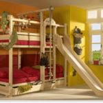Кровать с функцией спортивного уголка