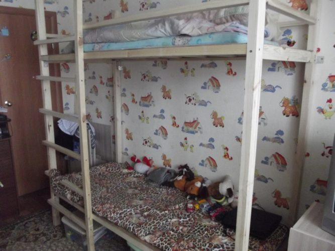 Детская двухъярусная кровать из брусков