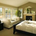 Дизайн спальни в эко-стиле с камином
