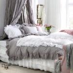 «Многослойный» дизайн спальни в стиле шебби-шик