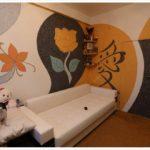 Рисунки из жидких обоев на всех стенах