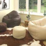 Кресла-мешки в интерьере комнаты