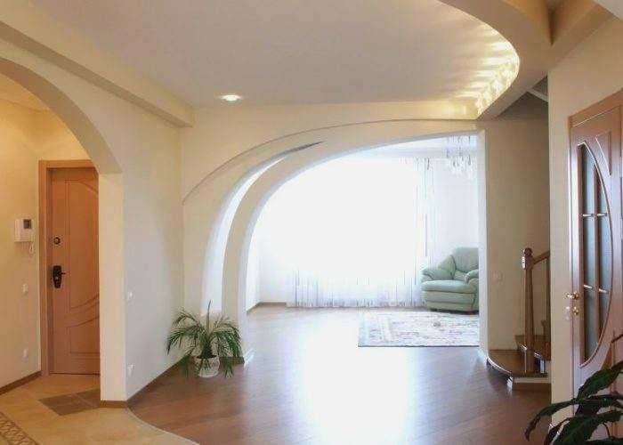 Декоративная перегородка из гипсокартона в интерьере холла