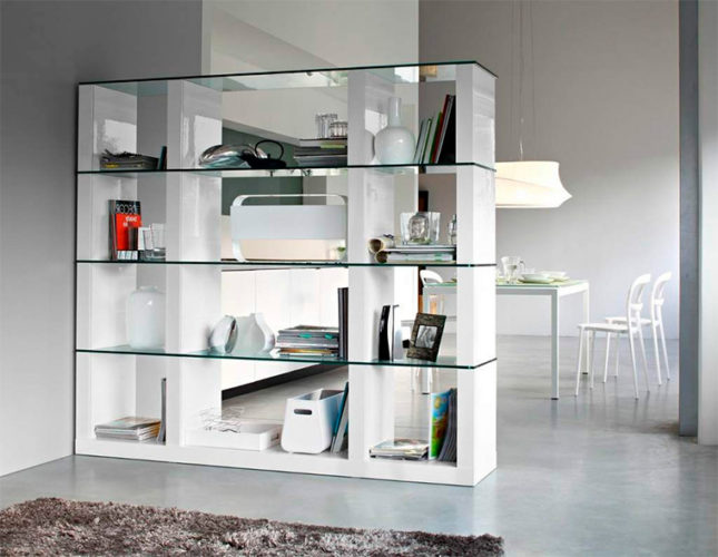 Перегородка-стеллаж со стеклянными вставками