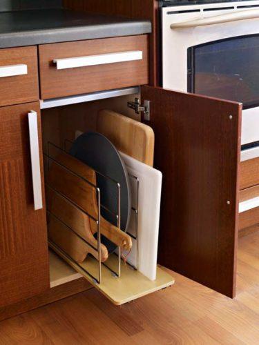 Хранение досок в кухонном шкафу