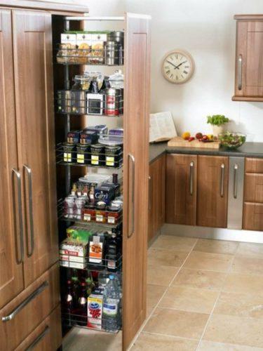 Организация хранения банок и бутылок на кухне
