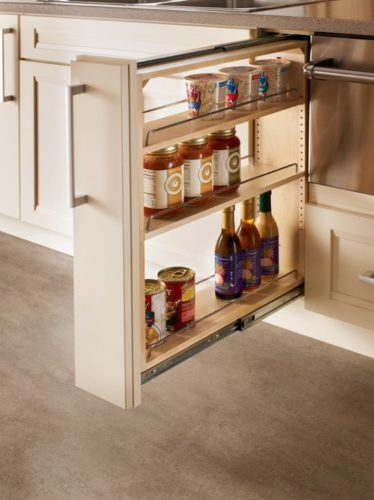 Хранение банок и бутылок на кухне