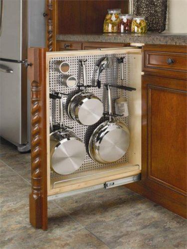 Хранение сотейников и сковородок в кухонном шкафу