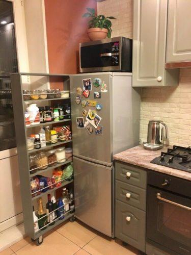 Выдвижная полка за холодильником