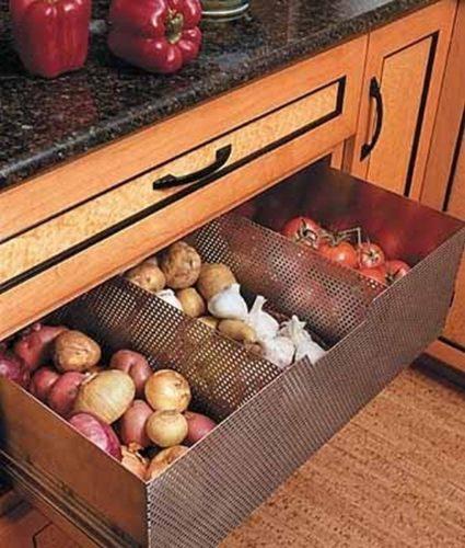 Хранение овощей в ящиках на кухне