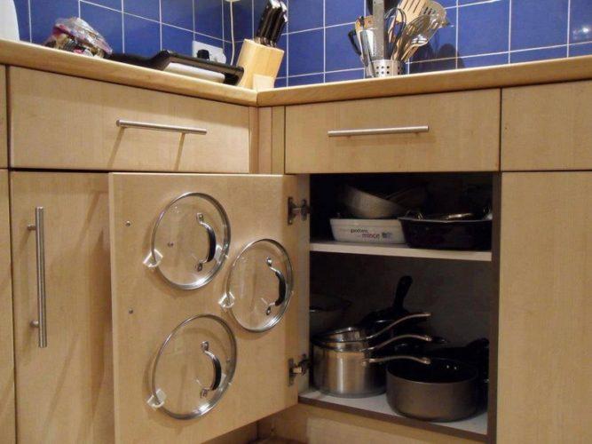 Идея хранения крышек на кухне