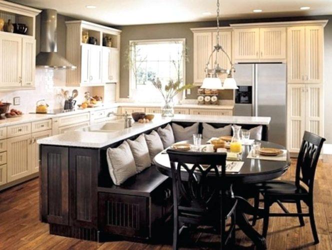 Обеденный стол на кухонном острове