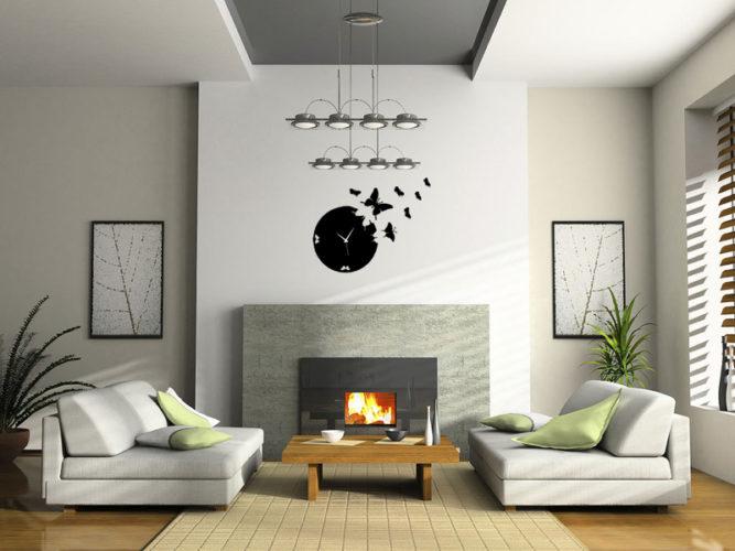 Светлая и просторная гостиная с электрокамином