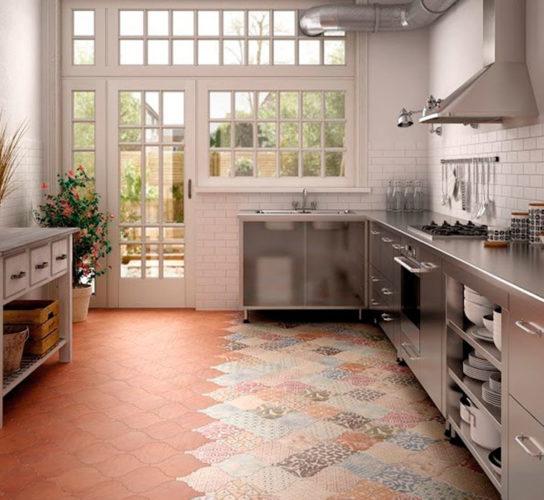 Дизайн пола из плитки на кухне