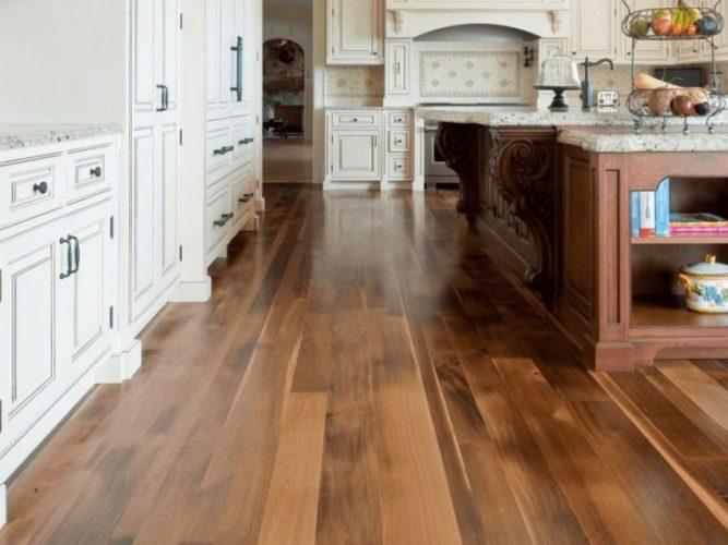 Ламинат на полу на кухне