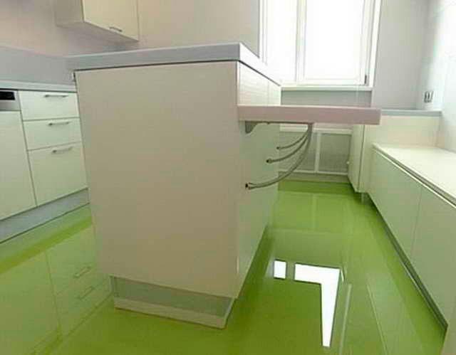 Наливной пол зелёного цвета на кухне