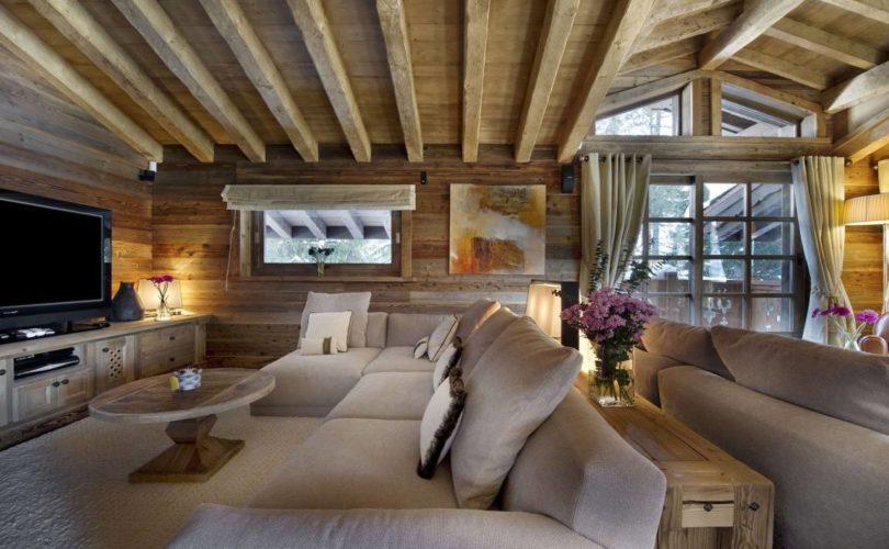 Дизайн гостиной в деревянном доме