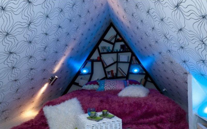 Небольшая спальня на чердаке
