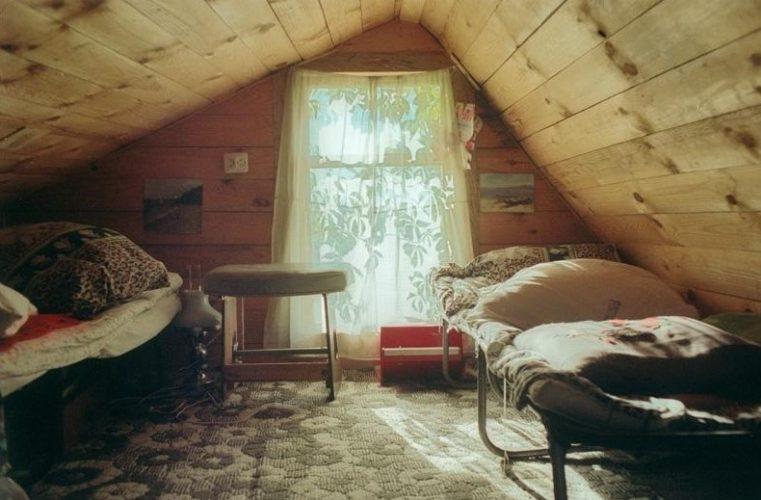 Небольшая комната на чердаке