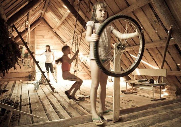 Бюджетный вариант детской комнаты на чердаке