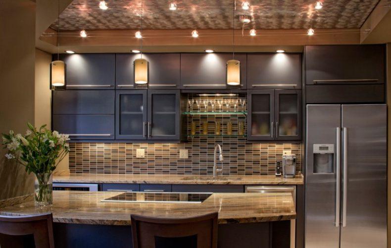 Интерьер кухни в серых тонах