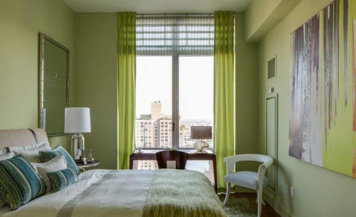 Интерьер спальни в зеленых тонах