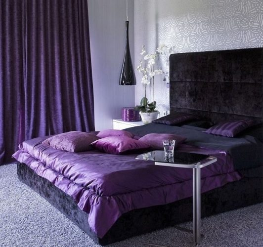 Интерьер спальни в фиолетовых тонах