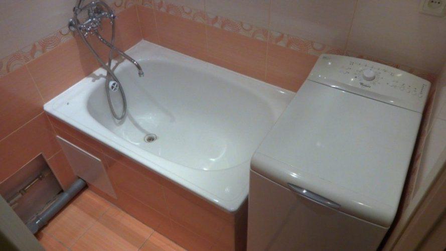 Размещение стиральной машины с вертикальной загрузкой в ванной