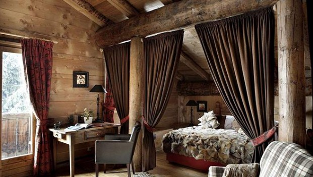 Спальня на даче со шторами