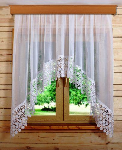 Белая штора на даче