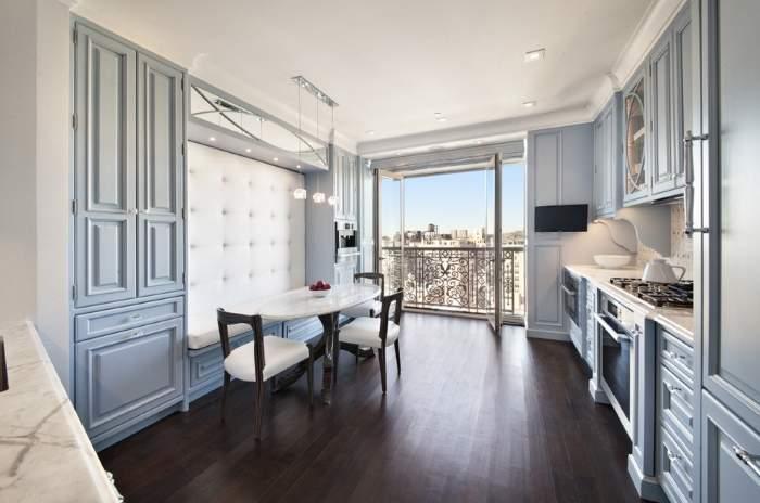 Дизайн большой кухни с панорамными окнами