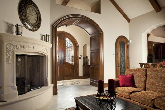 Дизайн гостиной с деревянной аркой