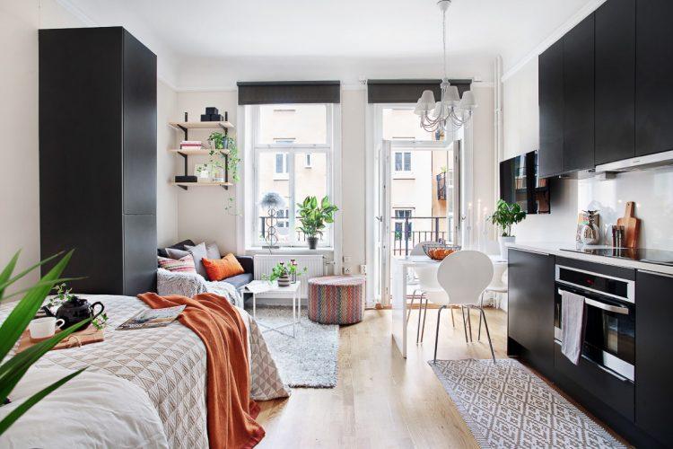 Интерьер квартиры-студии с контрастной мебелью