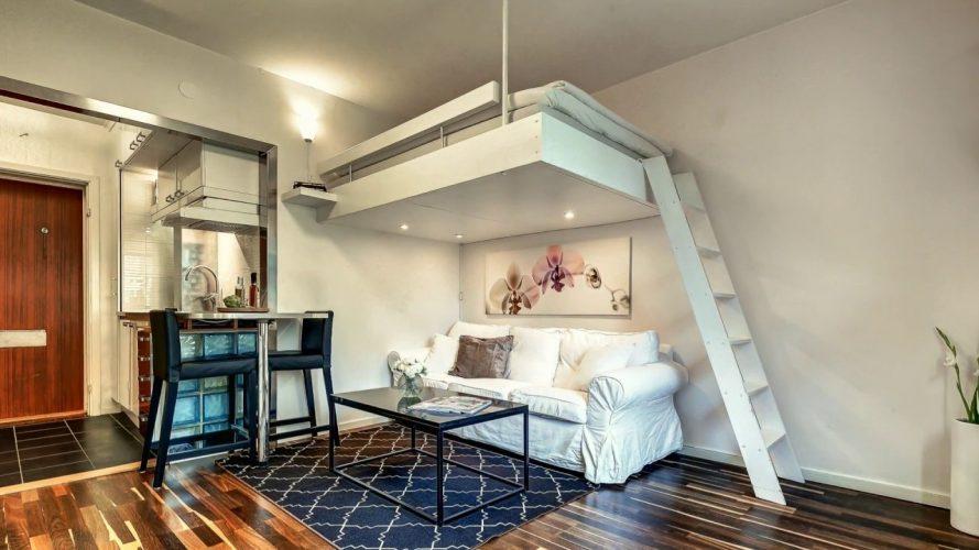 Квартира-студия со спальным местом под потолком