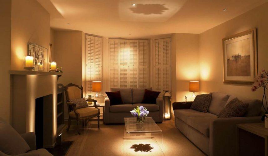 Светильники в интерьере гостиной