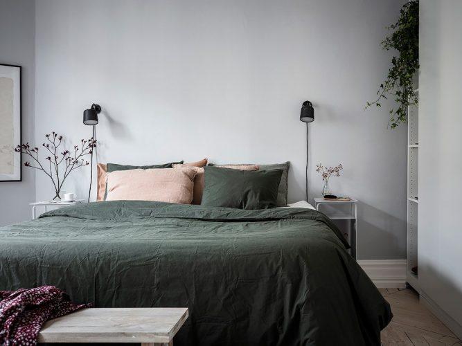 Простая уютная спальня