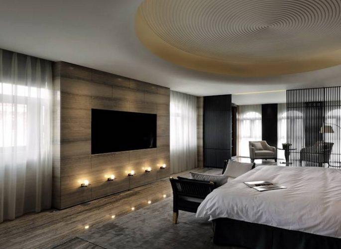 Просторная минималистичная спальня