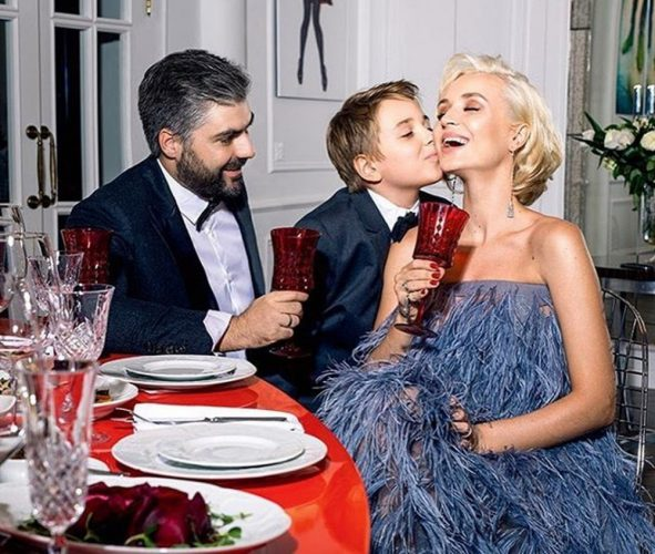 Полина Гагарина, её муж и сын