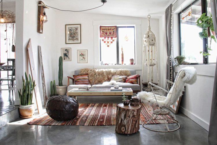 Сочетание мебели, текстиля и декора из натуральных материалов
