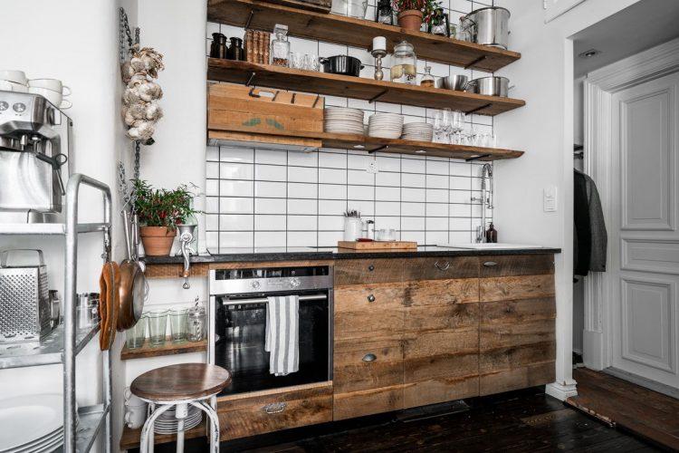 Кухня с использованием тёмных цветов в интерьере