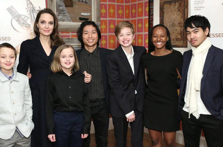Анджелина Джоли и дети в феврале 2019 года
