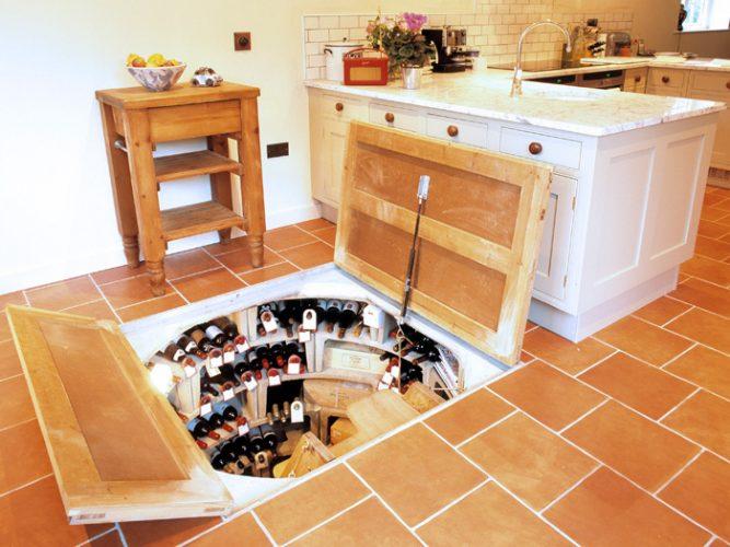 Вход в погреб из кухни