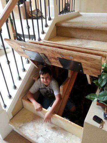 Потайная комната под лестницей