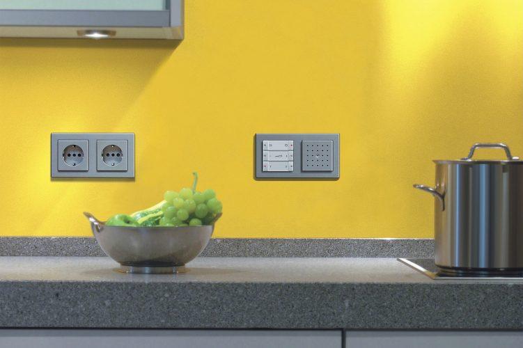 Розетки на кухонном фартуке