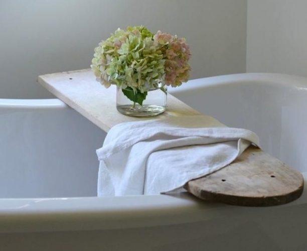 Столик в ванну из старой гладильной доски